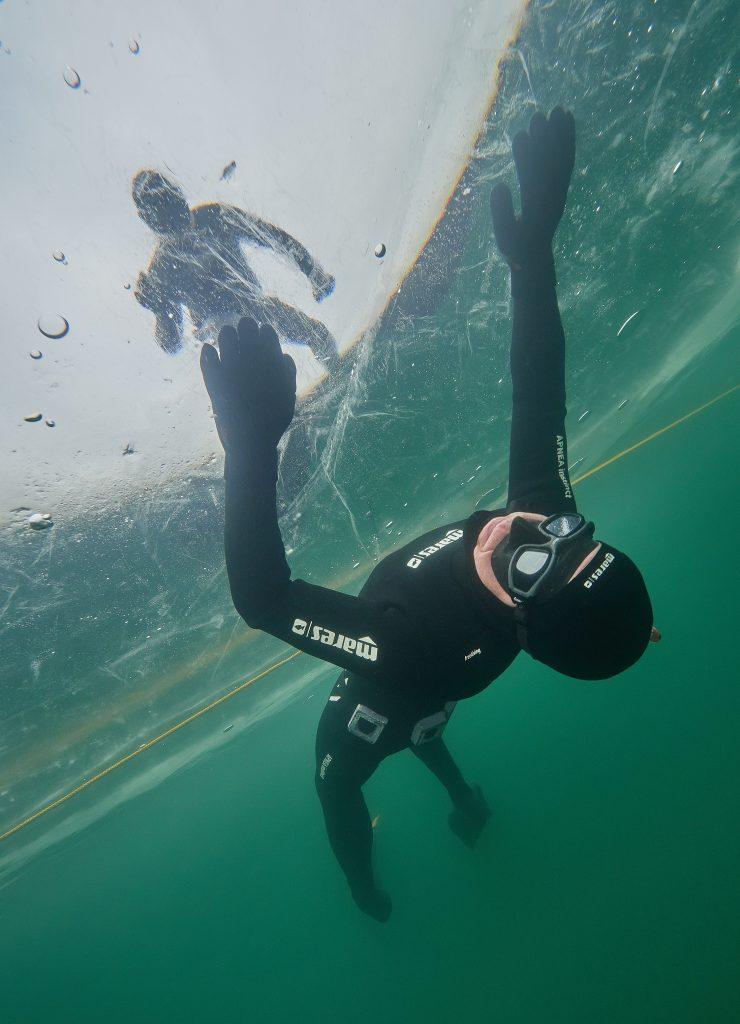 Freediving Ice pod ledem barbora na jeden nádech apneasite